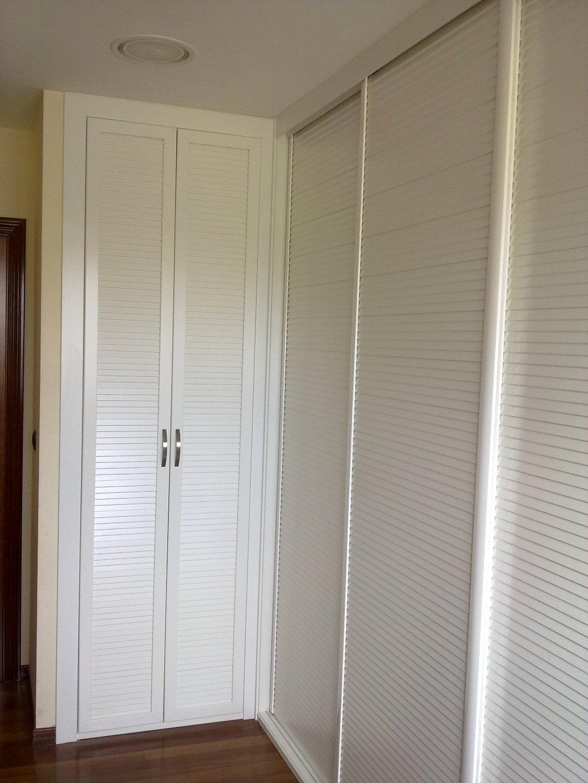 armario persiana blanca