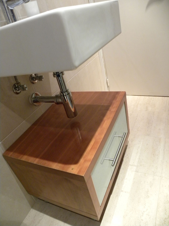 Encimeras Baño Wengue:modulo bajo lavabo en cerezo lacobel blanco